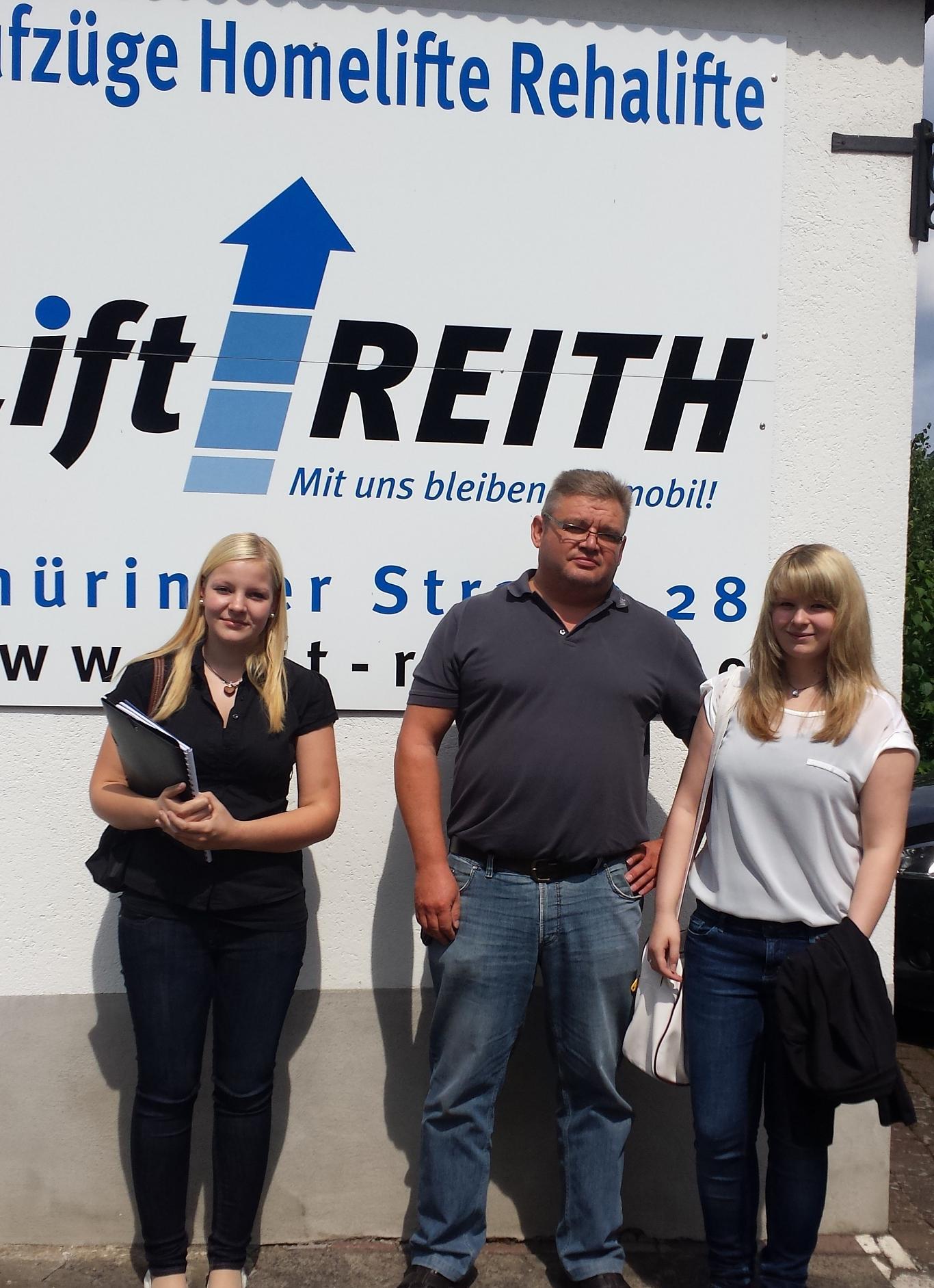 Neuzugang bei Lift Reith (v.l.): Azubi Kauffrau für Büromanagement Christina, Herr Reith und die kaufmännische Jahrespraktikantin Fabienne