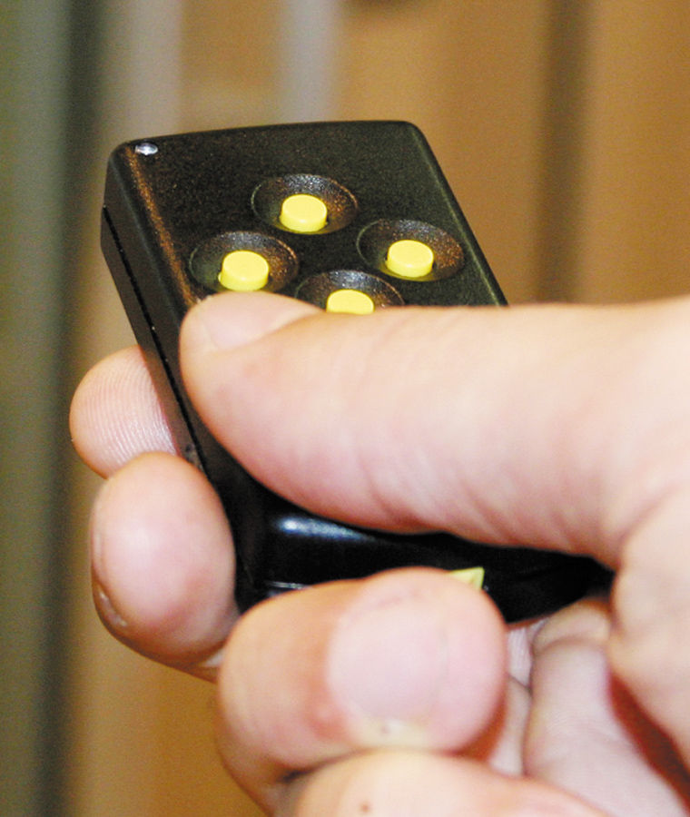 Die funktionelle Fernbedienung für die Homelifte BLH-D ermöglichen ein Rufen und Steuern der Liftkabine auch für Menschen mit eingeschränkter Handbewegung