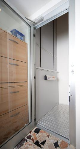 Der Homelift BLH-Erna schmiegt sich diskret in Ihre vier Wände ein