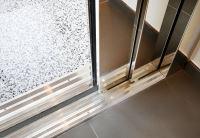 Platzsparend,bedienerfreundlich und ansprechend - die automatischen Schiebetüren für Homelifte