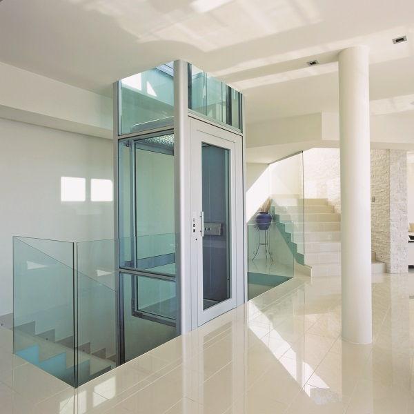 Der Personenlifter BLH-D lässt sich ideal in einem bestehenden Treppenauge nachrüsten