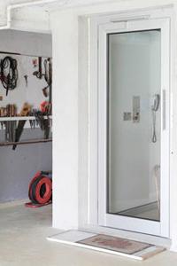 Homelift BLH-D standard als Variante im Mauerschacht zur Personenbeförderung Garage bis Dach