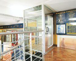 Domuslift BLH-D XL ideal für die Nutzung in öffentlichen Gebäuden, wie Einkaufszentren, Arztpraxen, Bürogebäude, Altenheime etc.