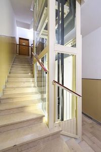 Fahrstuhl Homelift Lotte perfekt für kleine und schmale Treppenhäuser mit wenig Platz