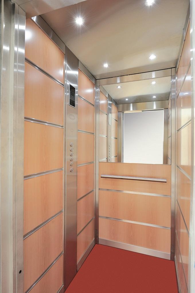 Die edlen Wände und Bedienelemente des Homeliftes Lotte