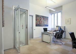 Der behindertengerechte Homelift BLH-D Small ist der spezielle Lift für enge Platzverhältnisse
