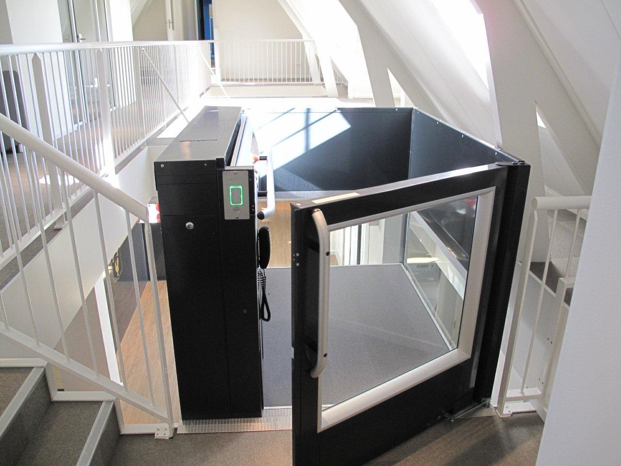 Die Hublifte der Serie A7000 und A9000 sind optimiert für den barrierefreien Zugang in öffentlichen Gebäuden