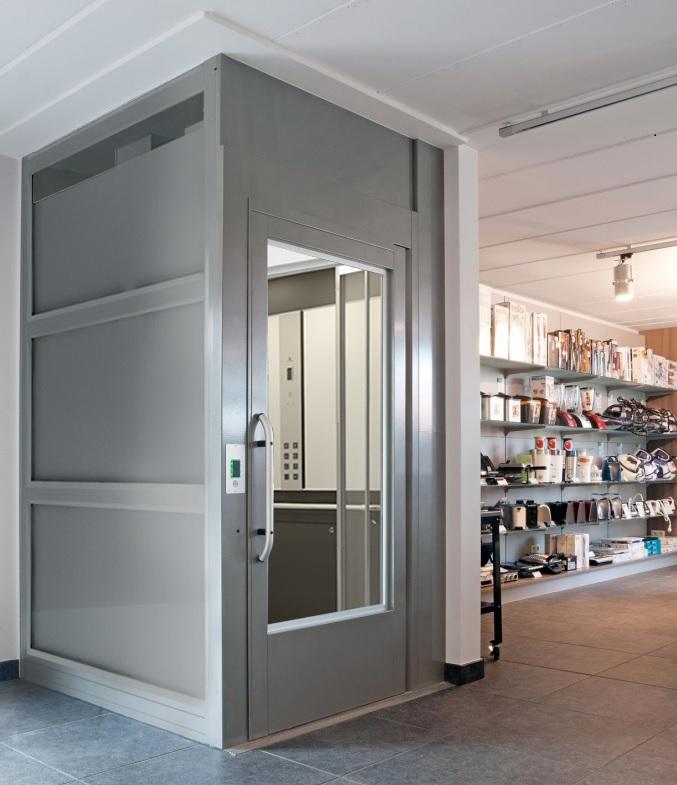 Die erweiterte Plattformgröße der Hebebühne A9000 ist die perfekte Alternative zum Fahrstuhl für Einkaufszentren