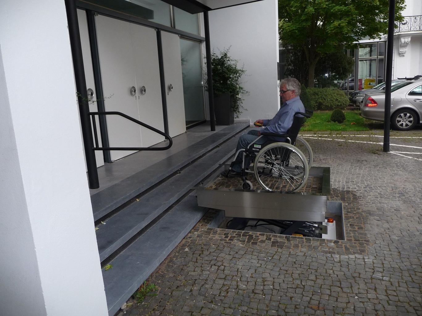 Behindertenaufzug Hydrostar 1000 von Lift Reith