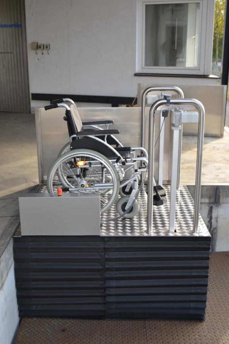 Rollstuhlhebebühne MB 750 von Lift Reith