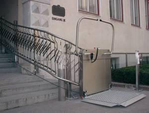 Barrierefreier und behindertengerechter Plattformlift