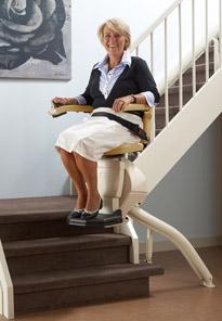 Treppenlift für kurvige Treppen von Lift Reith